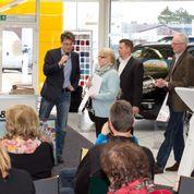 Mehrere Dutzend Kunstinteressierte kamen zu Lüdemann und Zankel
