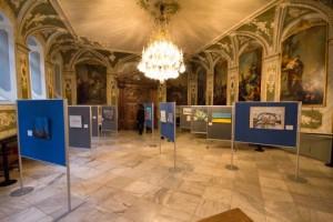 Bilder sind im ASudienzsall des Rathaues Lübeck aufgebaut