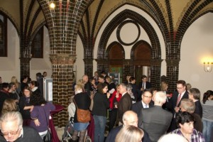 Viele Gäste bei der Vernissage des generationenübergreifendes Bürgerprojektes