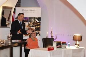 Gerd Rapior moderierte die Bücherpräsentation