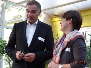 Gerd Rapior im Gespräch mit einer Teilnehmerin