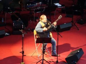 Axel Prahl mit Gitarre