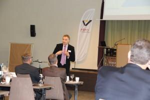 Moderator Gerd Rapior