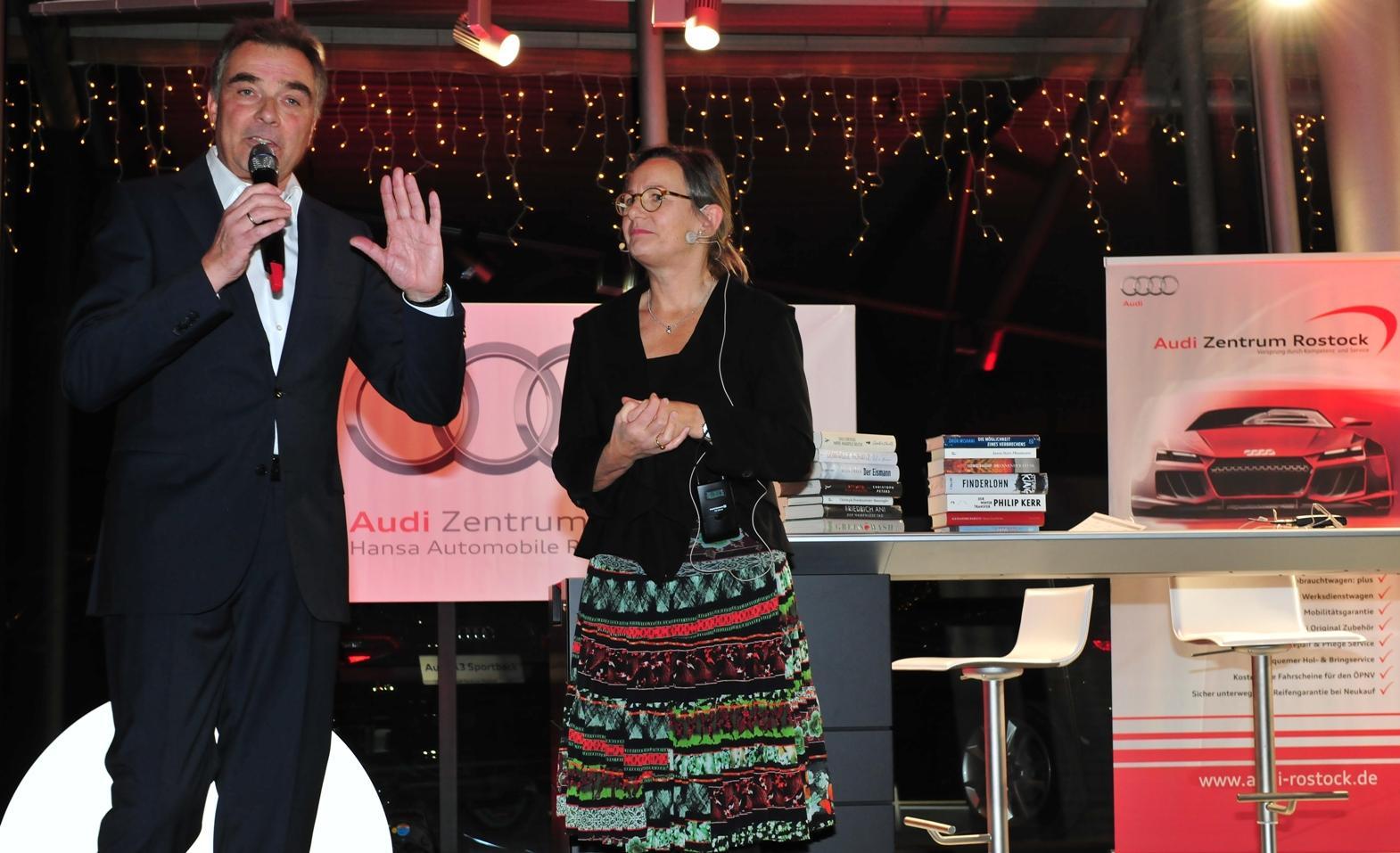Gerd Rapior moderiert Buchpräsentationh mit Annemarie Stoltenberg Krimiu Nacht  Norddeutsche Neuste Nachrichten