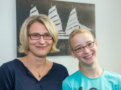 Neele mit ihrewr Mutter Ulrike Labudda.