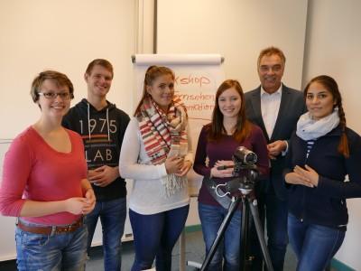 Gerd Rapior mit Studenten der FH Kiel